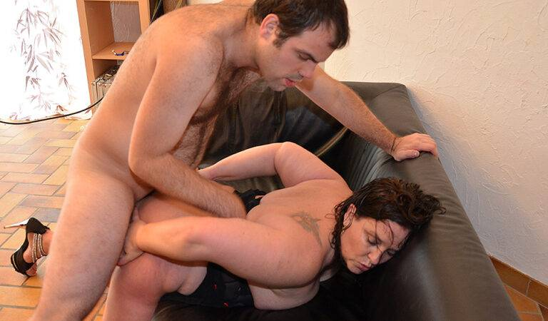 Kinky French housewife gets her pussy fisted and is fucked in the ass
