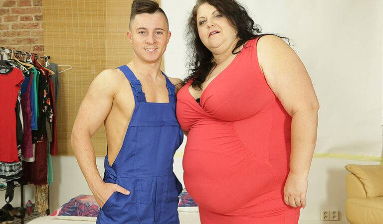 This huge mama getting fucked by her toy boy